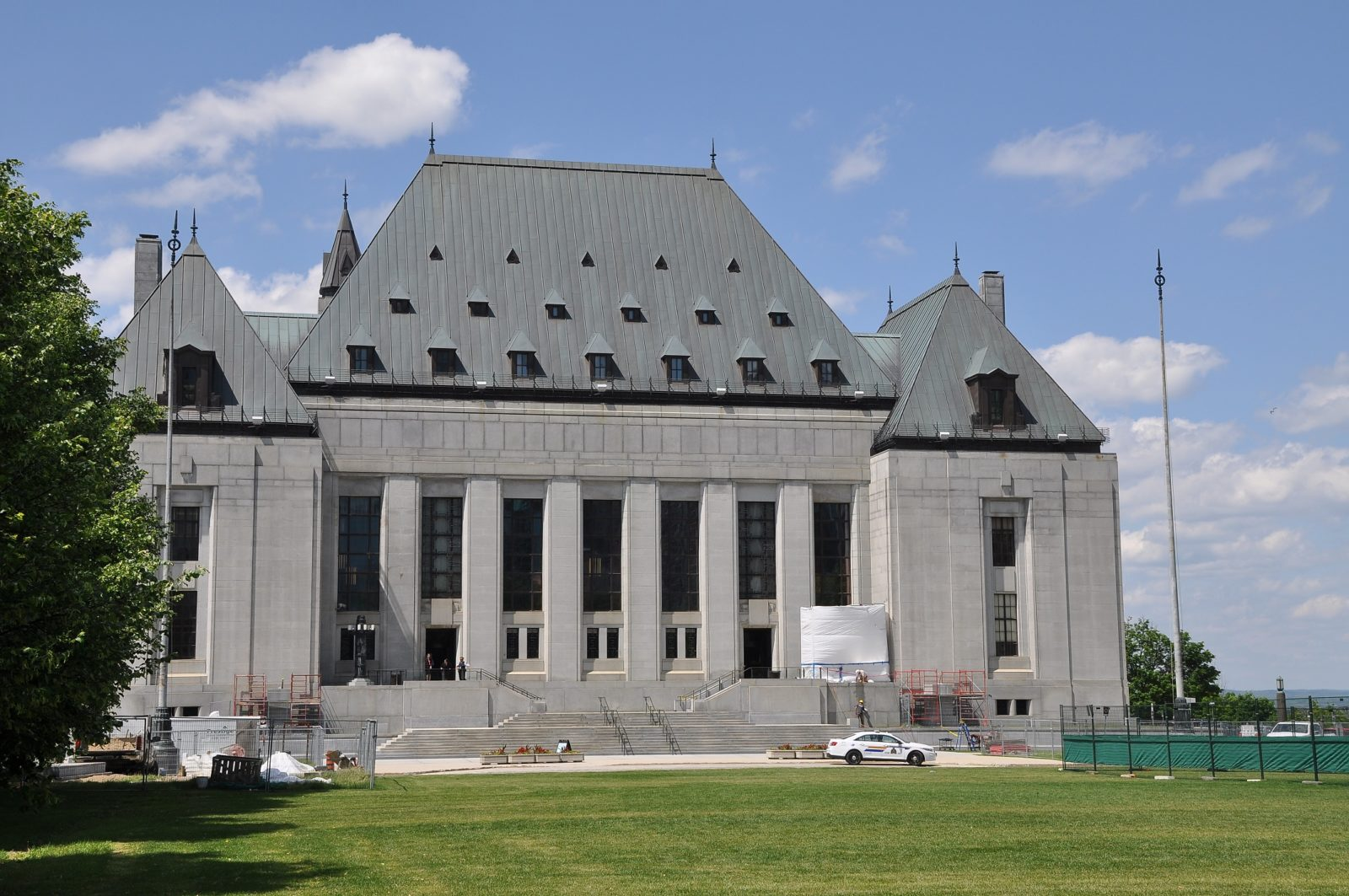 """""""File:Supreme Court of Canada, Ottawa (20752049675).jpg"""" by Shankar S. from Dubai, United Arab Emirates is licensed under CC BY 2.0."""